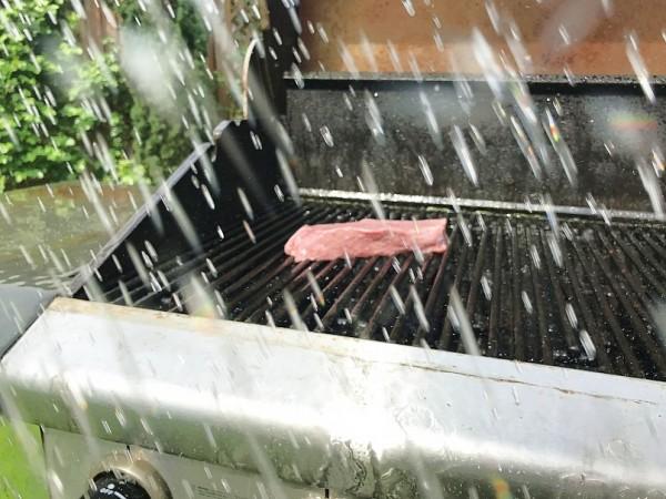 Regen-beim-Grillen-Pleiten-Pech-Pannen