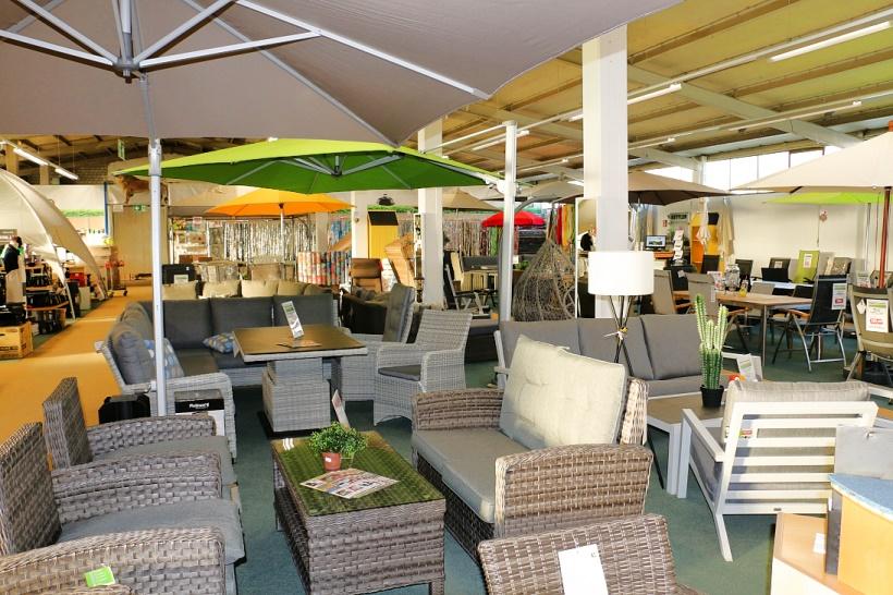 Gartenm-bel-Gongoll-Ausstellung-Sonnenschirme-Loungegruppen-Angebote5a952fa6203a3